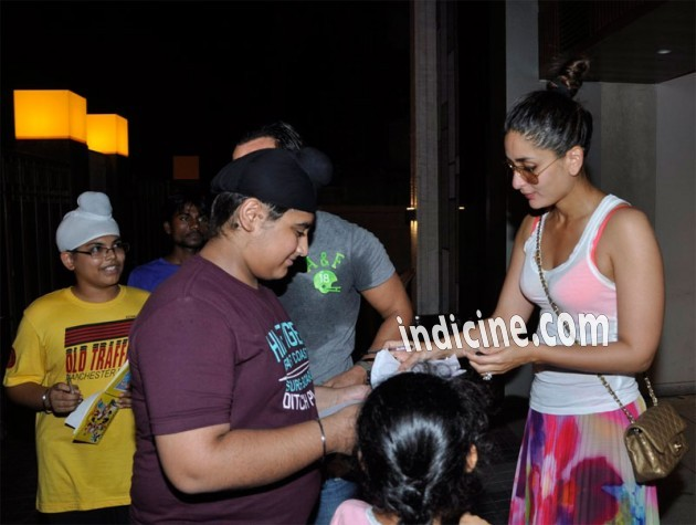 Kareena Kapoor with fans