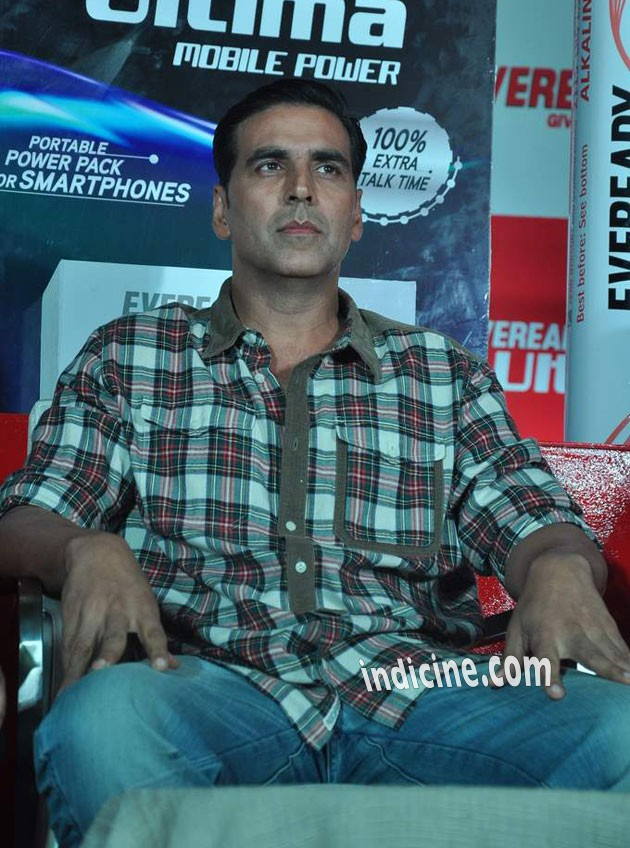 Akshay at the launch of Eveready Ultima Mobile Power