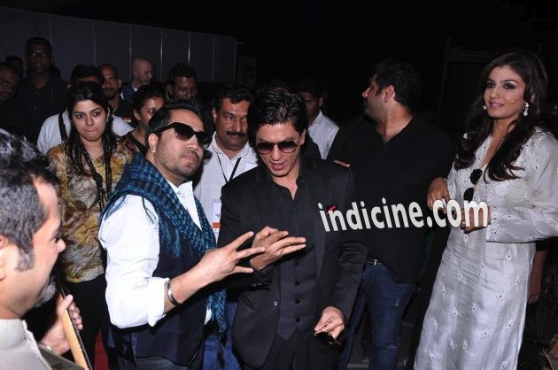 SRK with Mika Singh