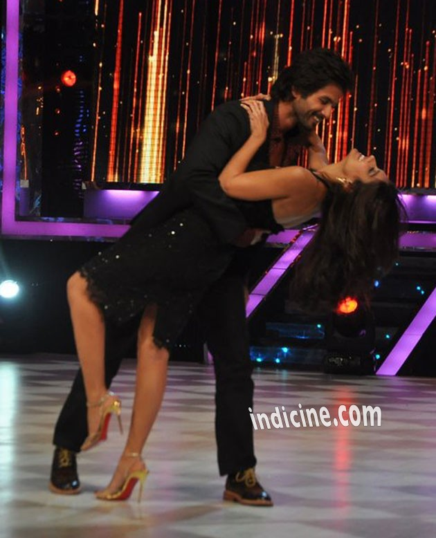 Shahid Kapoor performs with Ileana D'Cruz on Jhalak Dikhhla Jaa