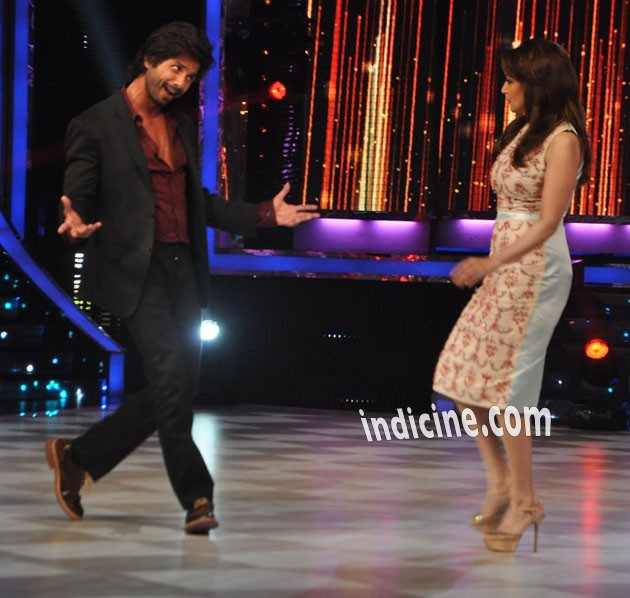 Shahid Kapoor dancing with Madhuri Dixit