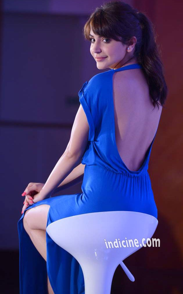 Anushka Sharma Flaunt Your Back
