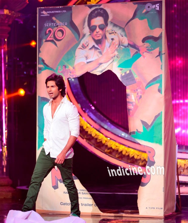 Shahid Kapoor grand entry at Indian Idol Junior Grand Finale