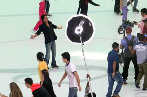 Shahrukh Khan dances on ice at The Dubai Mall