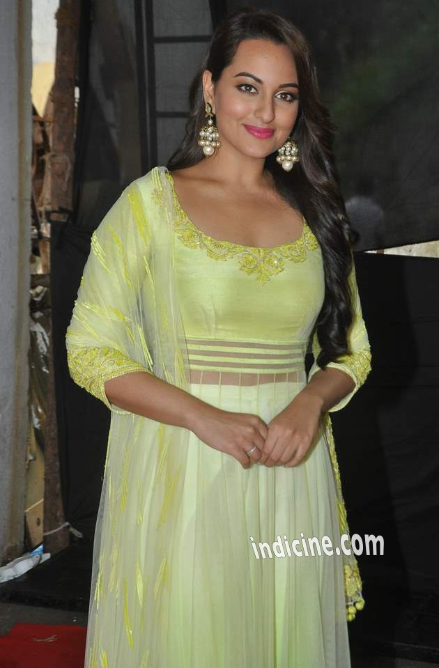 Sonakshi Sinha shoots for Star Plus Diwali Episode: Photos