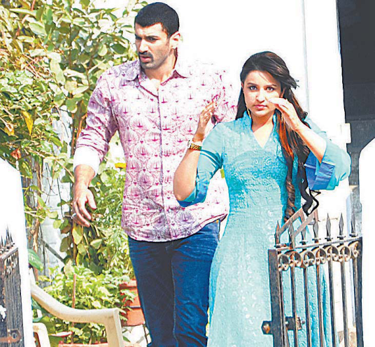 http://www.indicine.com/img/2013/11/Aditya-Parineeti-on-the-sets-of-Daawat-E-Ishq.png