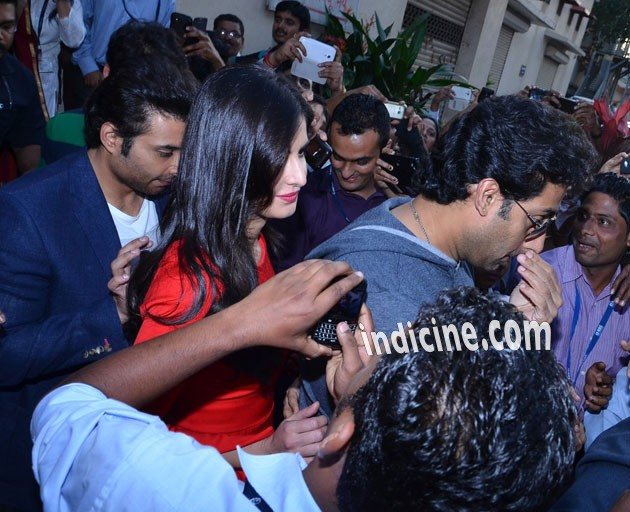 Dhoom 3 star cast mobbed at movie promotions