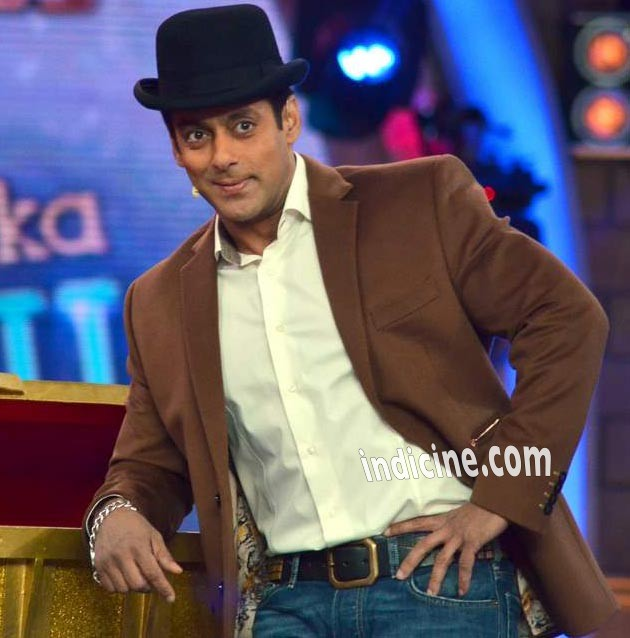 Salman Khan wears Dhoom 3 hat on Bigg Boss 7