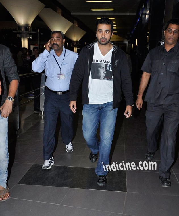 Raj Kundra at the airport