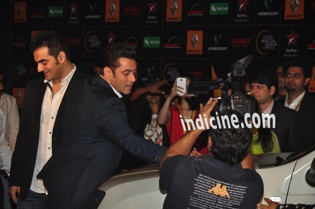 Salman-Guild-Awards-1