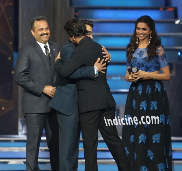 Salman and Shahrukh Khan hugged