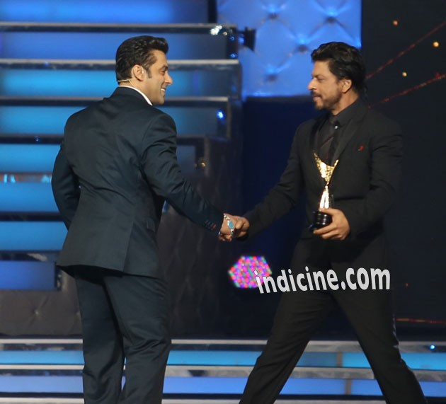 Salman and Shahrukh hugged