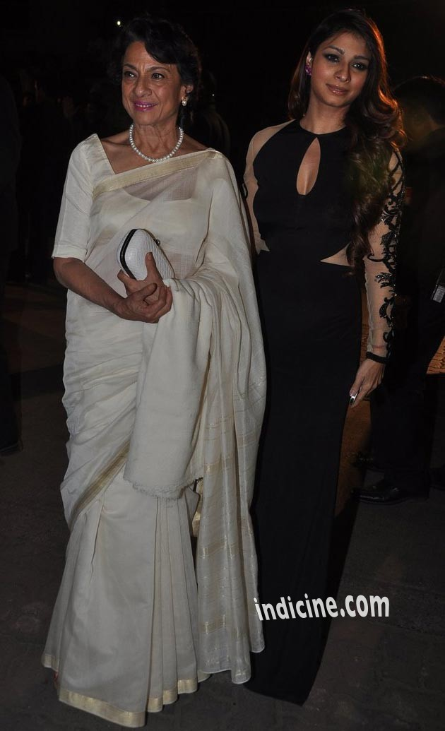 Tanisha Mukherjee with mother Tanuja