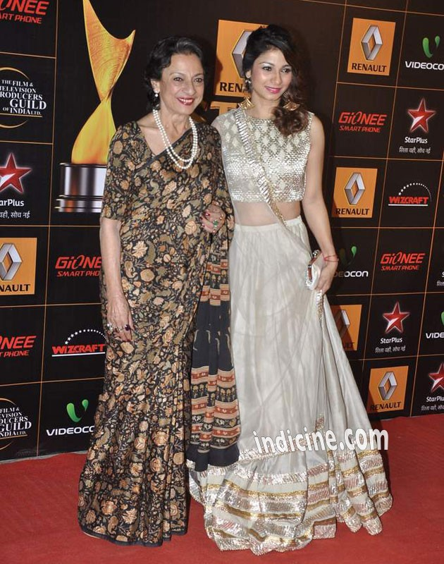 Tanuja with daughter Tanisha Mukherjee