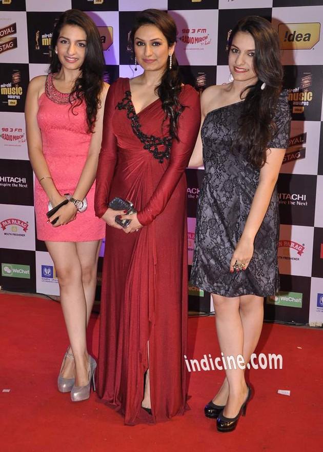 Akruti Kakkar with sisters Sukriti Kakar and Prakriti Kakar