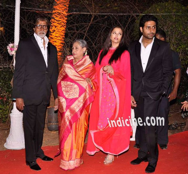 Amitabh Bachchan with wife Jaya Bachchan, daughter in law Aishwarya Rai and son Abhishek Bachchan