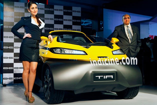 Kareena Kapoor Khan unveils cars at Auto Expo 2014