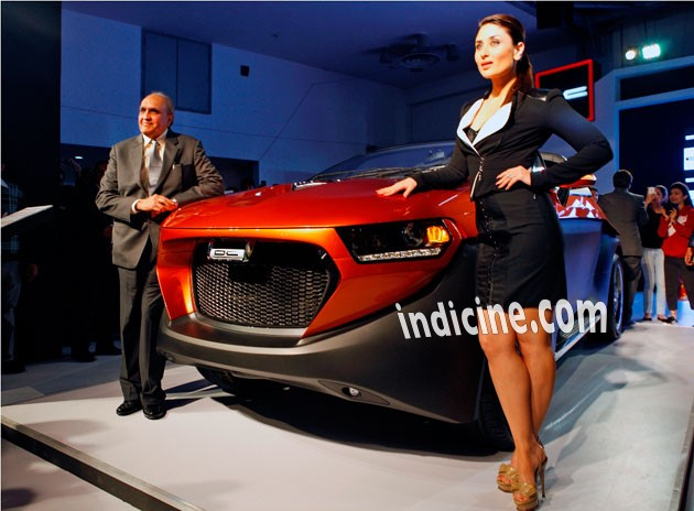 Kareena Kapoor unveils cars at Auto Expo 2014