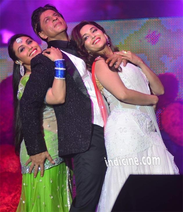 SRK performs with Rani Mukherjee and Madhuri Dixit