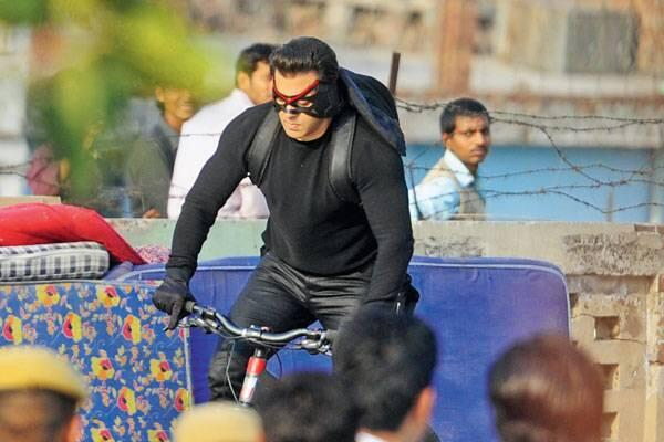 http://www.indicine.com/img/2014/03/Salman-Khan-shooting-a-chase-sequence-for-Kick-in-Delhi.jpg