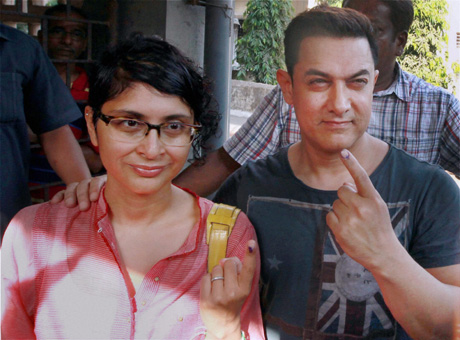 Aamir Khan with wife Kiran Rao after casting their vote