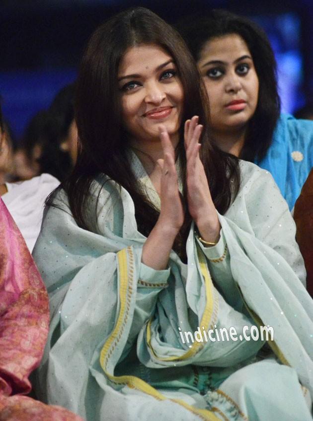 Aishwarya Rai Bachchan pays tribute to Sri Sathya Sai Baba