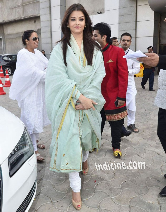 Aishwarya Rai at Sri Sathya Sai Baba event