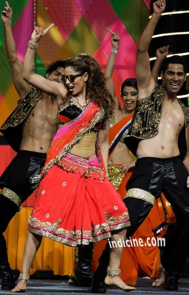 Bipasha Basu performs at IIFA awards