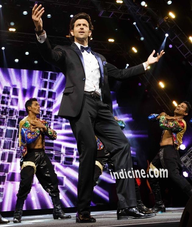 Hrithik Roshan performs at IIFA awards 2014