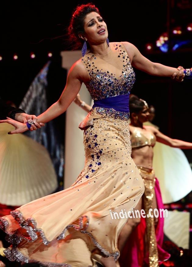 Priyanka Chopra performs at IIFA awards 2014