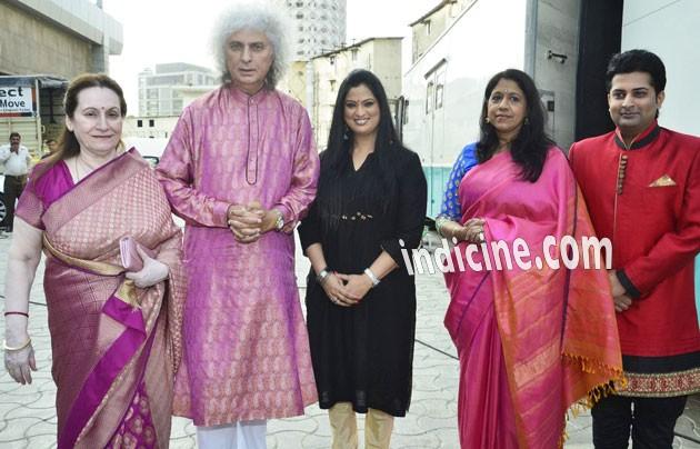 Shivkumar Sharma, Richa Sharma and Kavita Krishnamurthy
