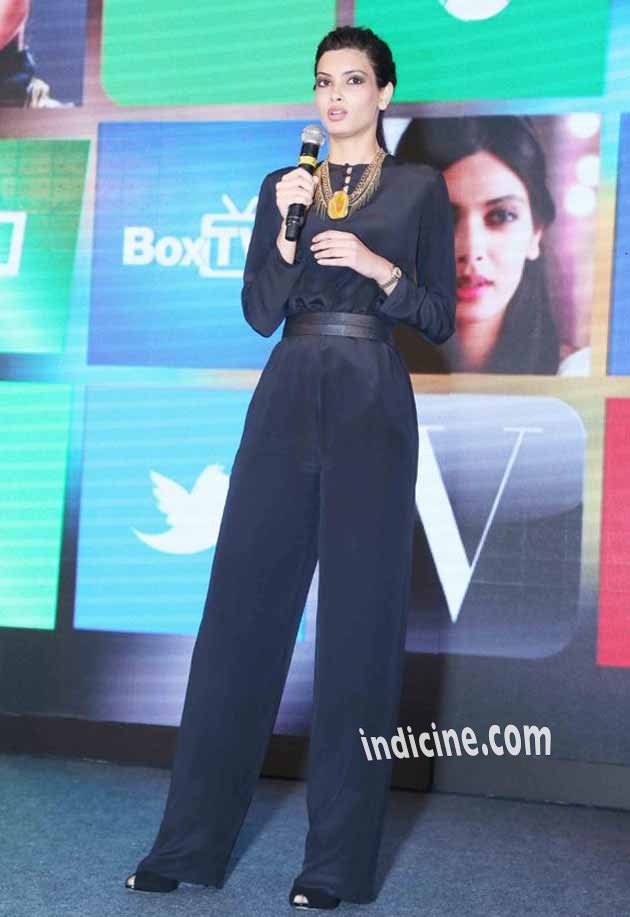 Diana Penty at Micromax Mobile Launch