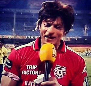 SRK wearing Kings XI Punjab_s T-Shirt