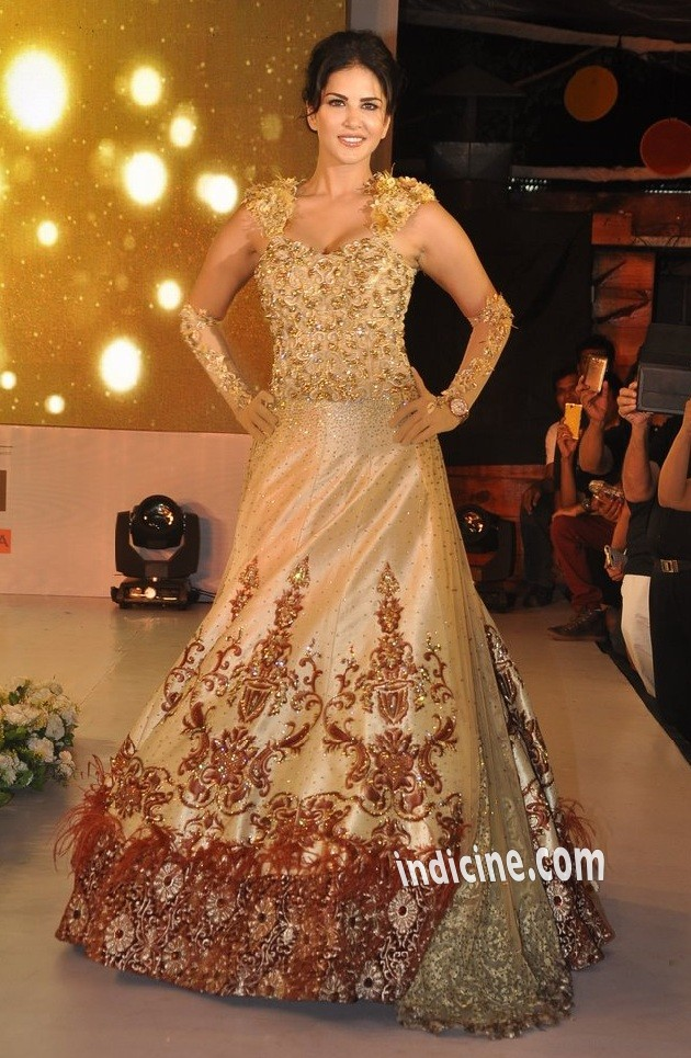 Sunny Leone unveils Rohit Verma's new club wear collection