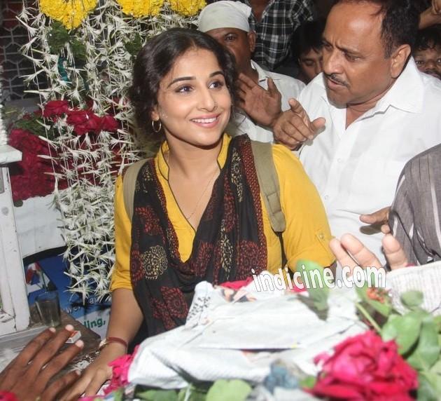 Vidya Balan visits Dargah