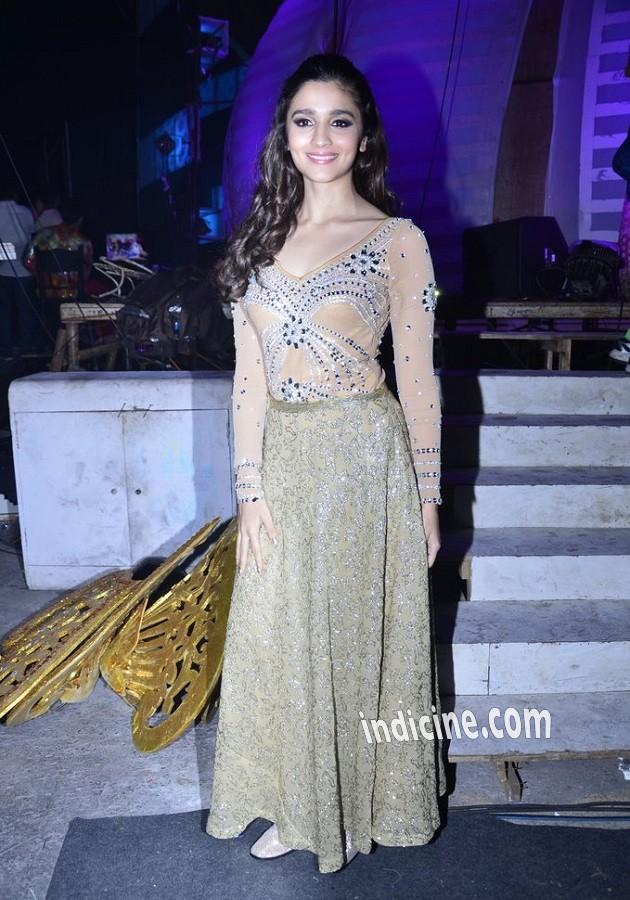 Alia Bhatt at International Indian Achievers Awards 2014