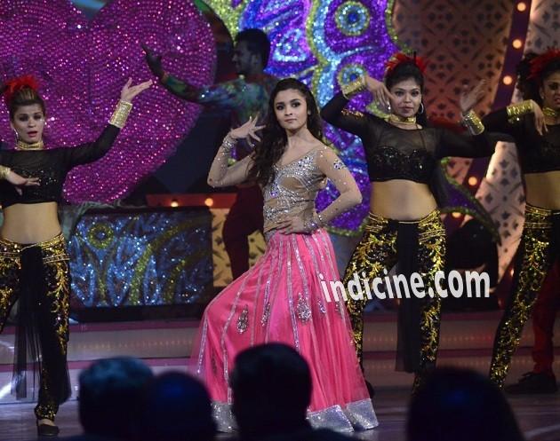 Alia Bhatt performs at the IIAA awards 2014