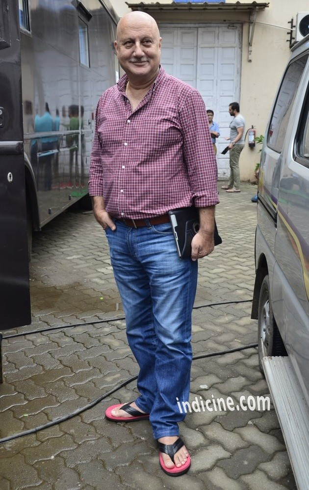 Anupam Kher snapped on the sets of Shaukeen