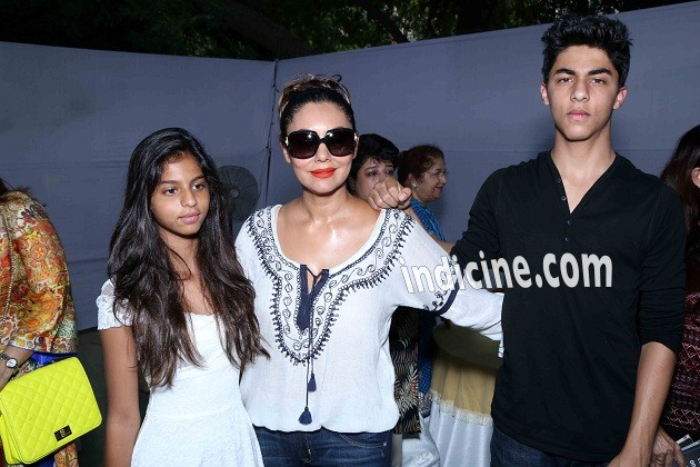 Gauri Khan with son Aryan Khan and daughter Suhana Khan at a bakery shop inauguration