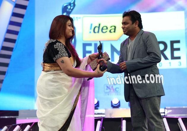 Khushboo, A R Rahman at Idea Filmfare awards 2013