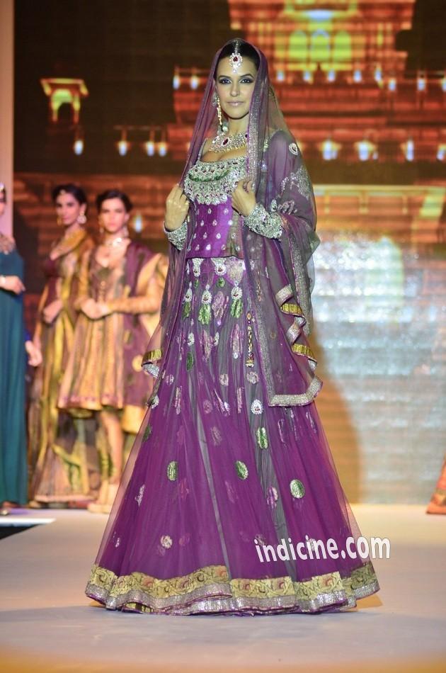 Neha Dhupia walks for Gitanjali Gems at IIJW 2014