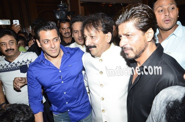 Salman Khan, Baba Siddique and Shahrukh Khan at Iftaar party