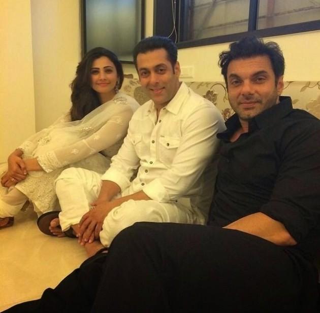 Salman Khans Family Photos Celebrates Eid With Loved Ones
