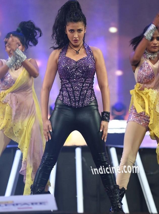 Shruti Haasan perfomance at 61st Idea Filmfare South awards