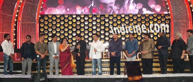 Surya, A R Rahman, Latha Rajinikanth, SRK, Kamal Haasan, Shankar, Vijay, Prabhu at 8th Anuual Vijay Awards 2014
