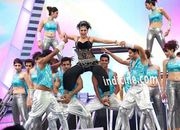Tapsee Pannu perfomance at Idea Filmfare South awards