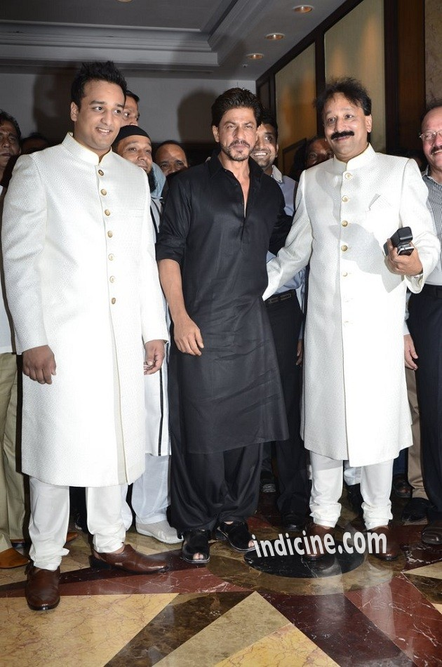 Zeeshan Siddique, Shahrukh Khan and Baba Siddique at Iftaar party