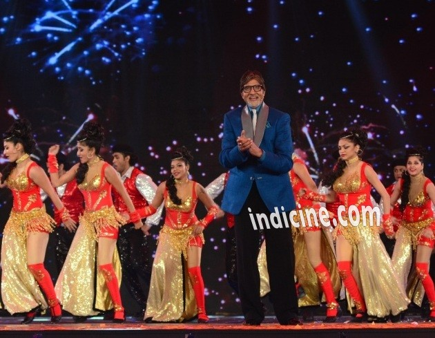 Amitabh Bachchan at Kaun Banega Crorepati Season 8 openinng