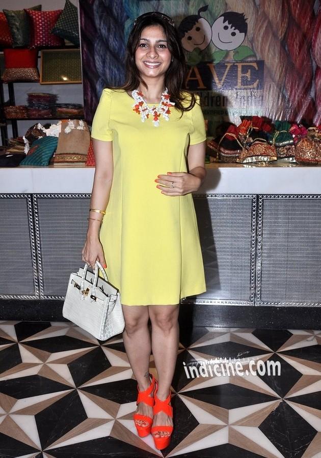 Tanisha Mukherjee at Araish's latest collection preview