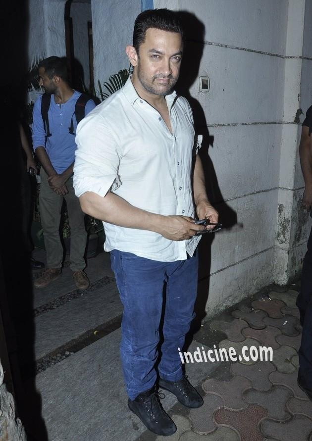 Aamir Khan snapped with his mother at Vidhu Vinod Chopra studio